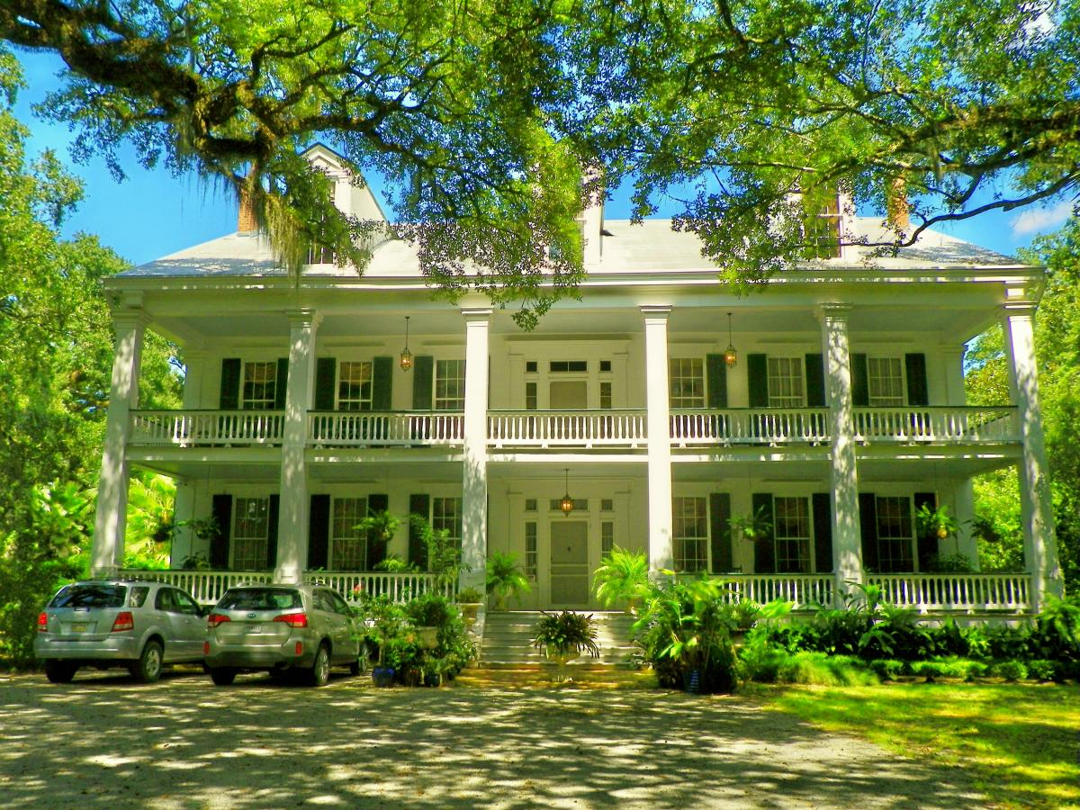 Albania Plantation Home in Jeanerette - photo by Margaret Melancon